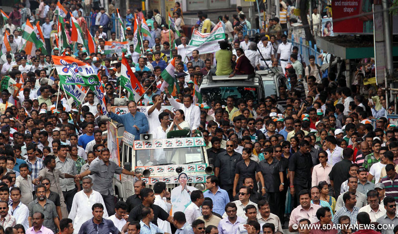 West Bengal Chief Minister and TMC supremo Mamata Banerjee with actor Mithun Chakrabarty campaigning in support of Jadavpur and South Kolkata parliamentary constituency TMC candidate Sugata Basu and Subrata Bakshi in Kolkata on May 10, 2014.