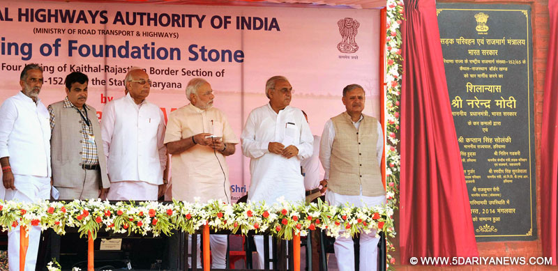 "The Prime Minister, Narendra Modi unveiling the plaque to lay the Foundation Stone for the four-laning of ""Kaithal-Narwana-Hisar-Rajasthan Border"" Highway, at Kaithal,"