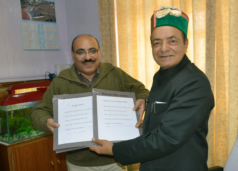 Principal, Chief Conservator (Wildlife) Shri A.K. Gulati submitting the rationalization report of Sanctuary Areas to the Forest Minister, Shri Thakur Singh Bharmouri at Shimla today.